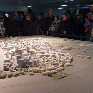 Ausstellung in Heidelberg, im Zentrum steht ein 3D Druck Architekturmodell